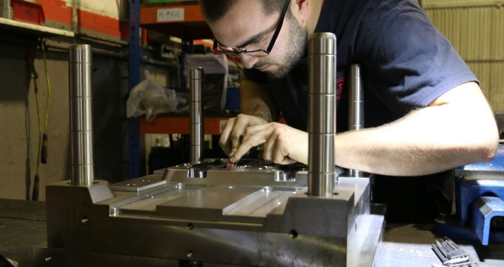 Manufacturing a recycled plastic mould